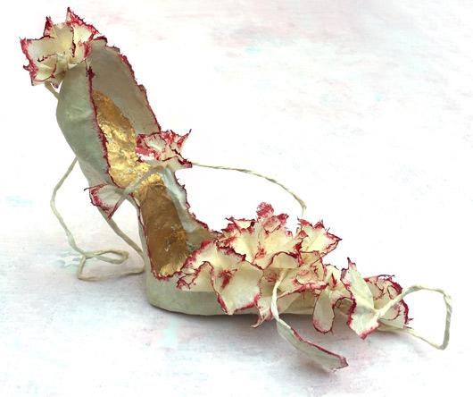 Датска дизайнерка прави изящни обувки от хартия