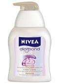 Новият крем душ гел на NIVEA Diamond Touch: малко лукс под душа всеки ден