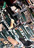 Китайска фабрика за обувки залята от поръчки благодарение на Мишел Обама