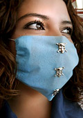 Дизайнерски маски срещу грипа
