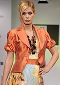 """Mодна къща """"Жени стил"""": Къси вталени сака и вградени биета за лятото"""