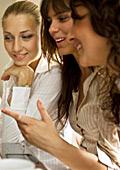 """Общуването """"по женски"""" се оказва здравословно"""