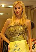 Аля Милушева и Юлия Юревич представиха тенденции в абитуриентската мода