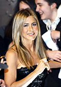 Jennifer Aniston launches her debut fragrance – Lola Vie