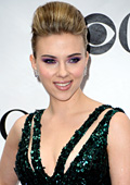 Scarlett Johansson goes from lady to vamp in new D&G campaign