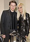 Линията Versus на Versace се завръща