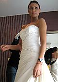 Мис Плеймейт 2009 мери бяла рокля