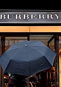 Кризата не подмина и Burberry