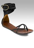 Токчетата заместени от равните обувки