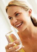Чаша вода преди хранене топи килограмите