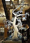 Джон Галиано създаде коледно дърво