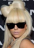 Лейди Гага подписа договор с козметична компания