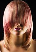 Изкуствената коса и бретонът на мода тази есен