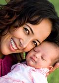 Модерните майки прекарват по 92 мин. в интернет