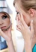 Жените прекарват 5 дни в годината пред огледалото