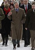 Принц Чарлз призова да се носят повече рециклирани дрехи и естествени тъкани