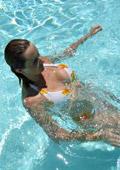 Как да се предпазим от спазми във водата