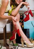 Жената има средно по 19 чифта обувки