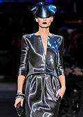 """Джоржо Армани представи колекция """"Haute Couture"""" за пролет-лято 2011"""