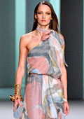 Лятната колекция на Elie Saab: Рокли за милиони