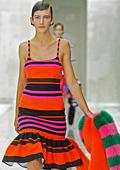 Лятото на Прада е в райе и ярки цветове