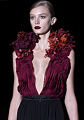 Модни тенденции есен-зима 2011/2012: Дълбоко деколте