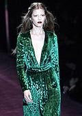 Манията по зелена рокля на Гучи завладя Холивуд