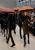 Атрактивно шоу представи Burberry на Седмицата на модата в Лондон