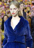 В колекция есен-зима 2012/2013 Диор се обръща към модата на 40-те години