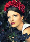 Мисис България Паолина Петракиева представя новите тенденции в грима