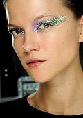 Диор използва кристали Сваровски и в грима на очите