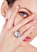 Символиката на пръстена на женската ръка