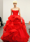 Код червено. Сватбена мода от Vera Wang